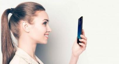 Studi: Smartphone Bisa Menyebabkan Kulit Berjerawat