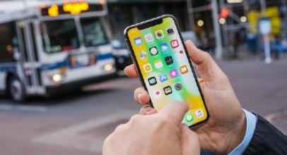 Gara-Gara iPhone, Pria Ini Selamat Dari Tusukan Anak Panah