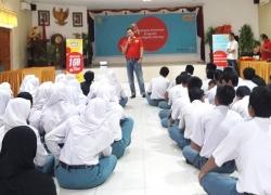 Karyawan Indosat Ooredoo Latih Literasi Digital