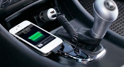 5 Tips Aman Mengisi Baterai Smartphone di Mobil