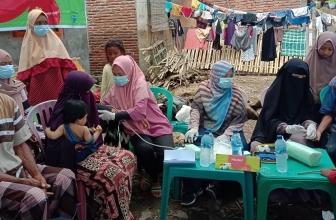 Mobil Klinik Indosat Bantu Korban Bencana Siklon Seroja