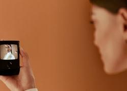 Motorola RAZR Baru dengan Layar Lipat dan Tetap Tipis