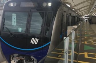 Bermedsos Ria di Terowongan MRT