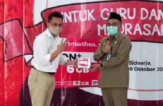Smartfren Bagikan SIM Card Gratis ke Guru dan Siswa Madrasah Jawa Timur