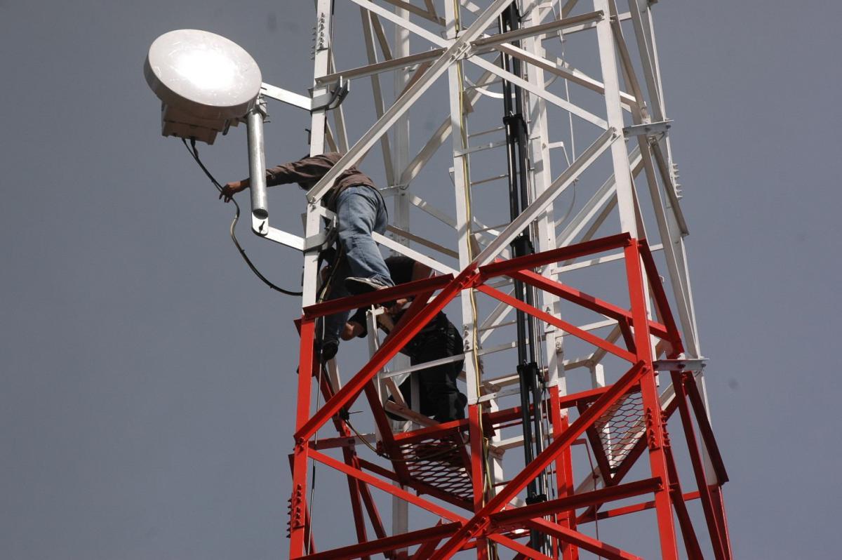 Harap-harap Cemas pada Frekuensi 700 MHz