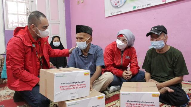 Indosat Ooredoo Bagikan Ribuan Paket Donasi