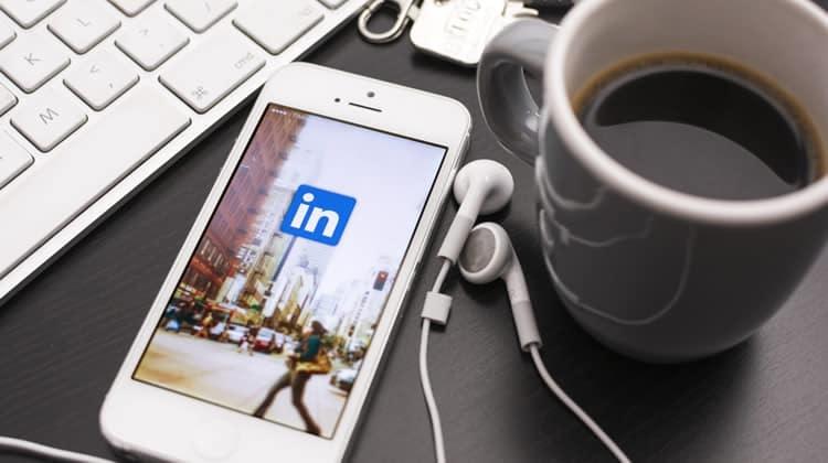 XL Corner: 7 Tips LinkedIn Bikin Akun dan Aktif